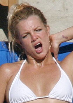 Britney - Celebrities yawning